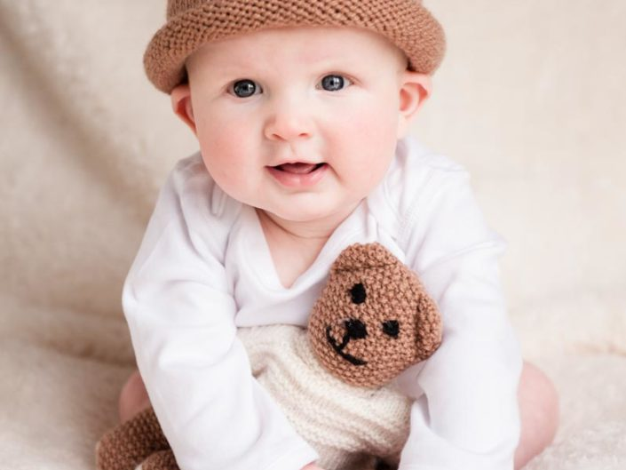 studio photo baby in lolly knitted hat