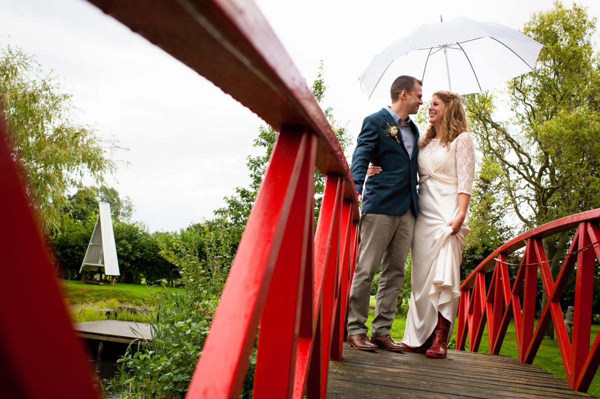 Couple wedding photography in the rain at Ratsbury Barn in Kent