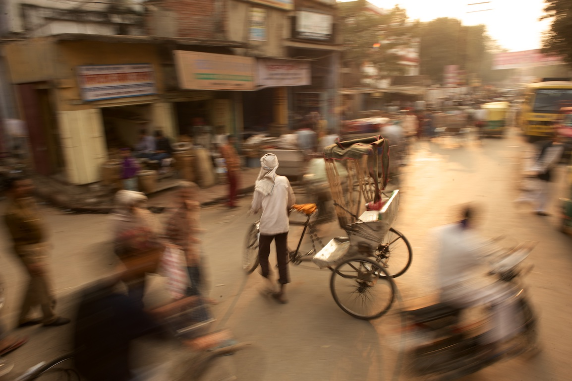photograph of varanasi street at dusk with blurred effect