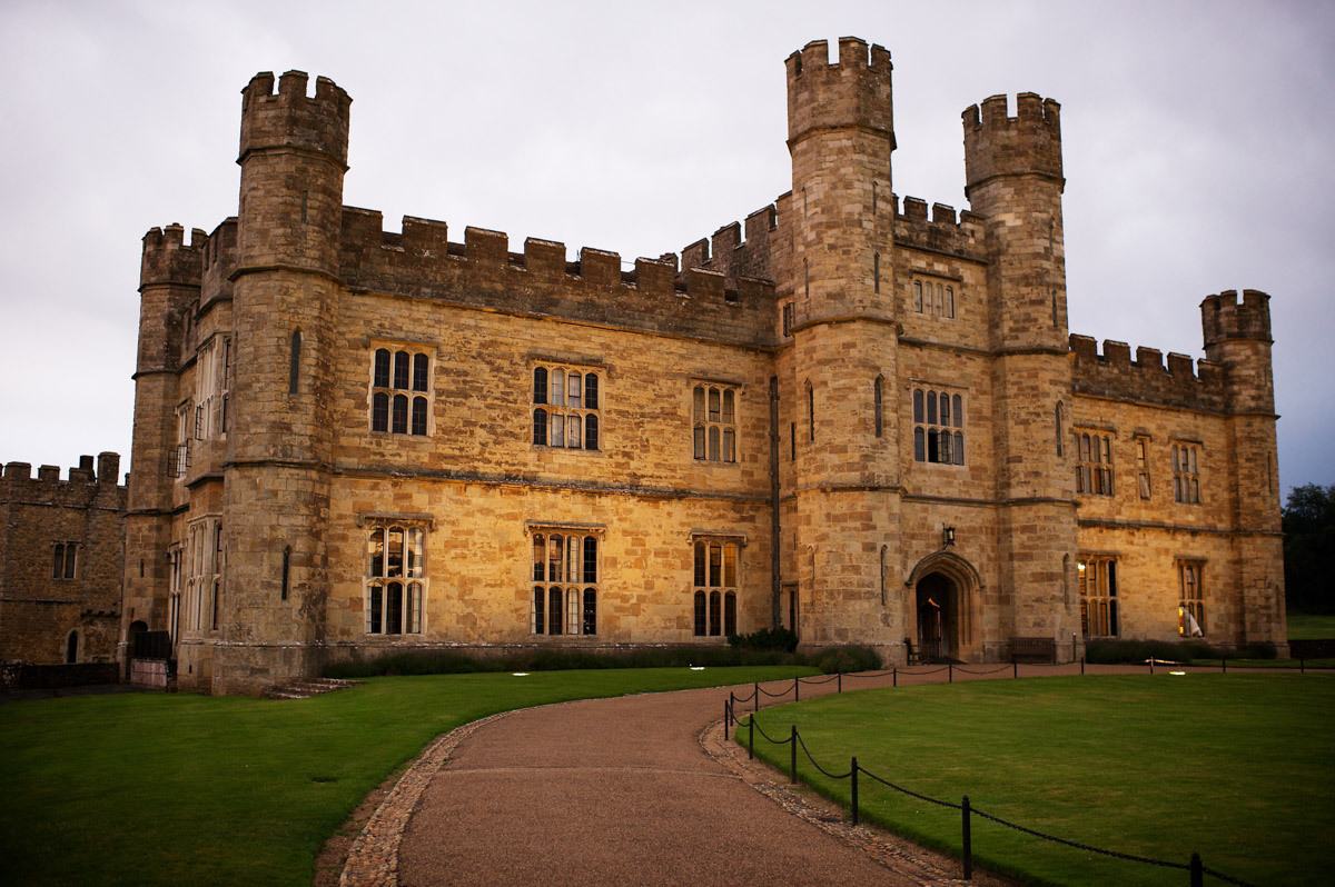 photograph of leeds castle at dusk during timea and edmunds wedding