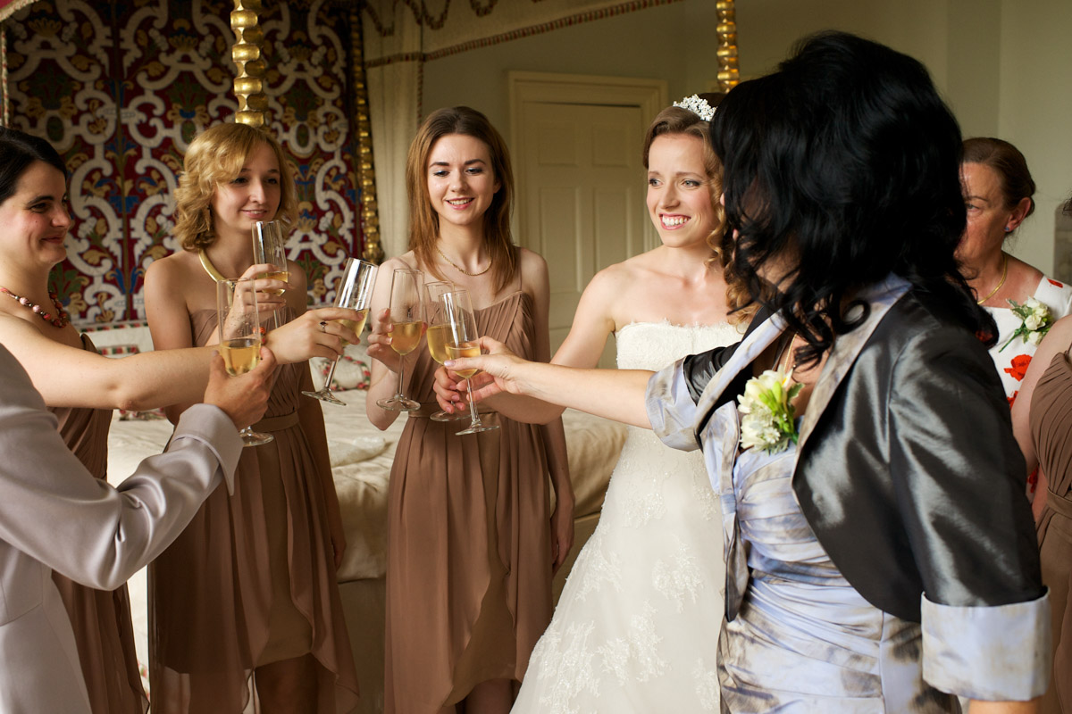 timea and her mum and bridesmaids that with champagne before her leeds castle wedding ceremony
