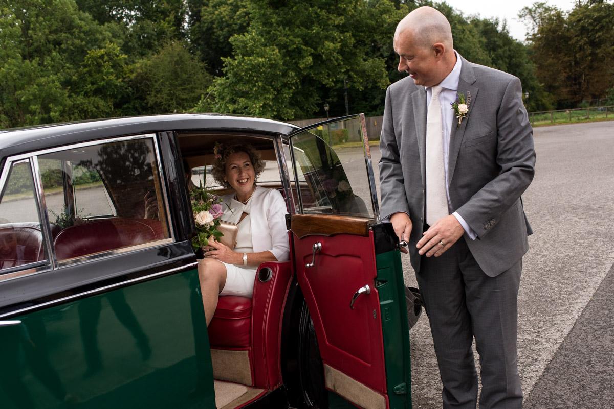 Kate arrives for her wedding at The Secret garden In Kent