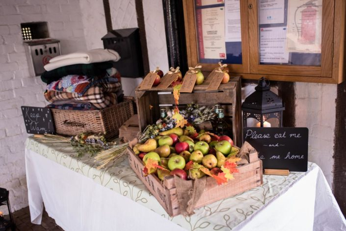 Photographs of autumnal wedding ideas for guests