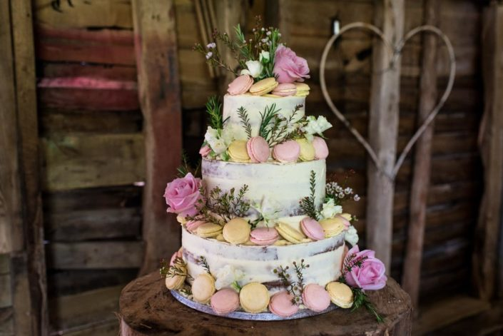 Summer wedding cake with macaroons