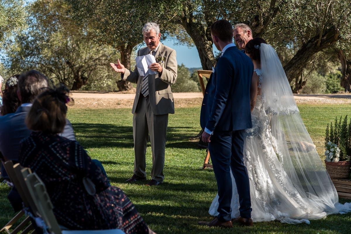 castell d'emporda wedding photography. Wedding reading