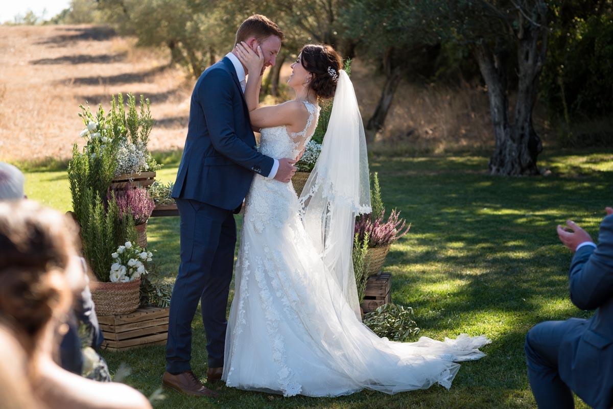 castell d'emporda wedding photoraphy, matt and rebecca kiss